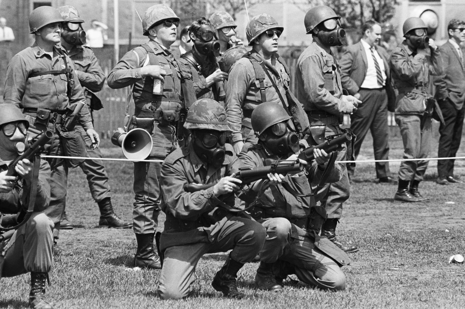 vietnam war students vs politics essay Chapter 26/27–cold war & politics  nine black students in little rock's central high school, the students faced an angry white mob, paratroopers escorted the .