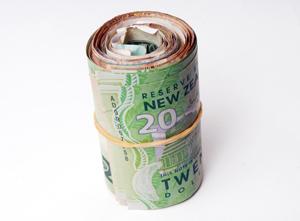Roll-of-Money_1075