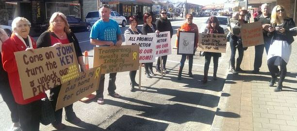 Miners' families protest during Key's last visit to the Coast, August 2014: Photo: RNZ / Patrick Phelps