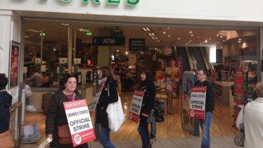 Picketing Dunnes Stores in Waterford; photo: RTE