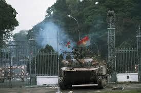 Revolutionary forces enter grounds of Saigon puppet dictator's palace, April 30, 1975