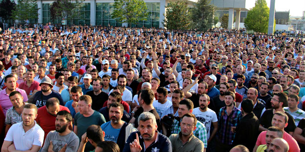 Turkish car workers battle for better wages and conditions; photo: Cihan