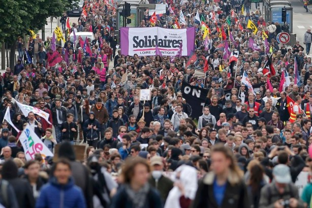 People march with labour union flags and banners at a demonstration to protest the proposed labour law reforms in Nantes, France, May 17, 2016. Photo: REUTERS/Stephane Mahe